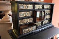 Cabinet italien XVIIème
