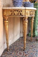 Console en bois dorée Louis XVI