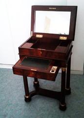 Table à ouvrage et à écritoire